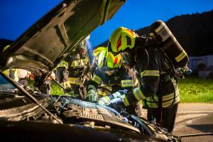 Engagierter Ersthelfer dämmt Fahrzeugbrand ein