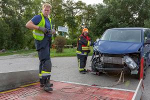 Zwei schwer beschädigte Fahrzeuge nach Unfall auf der S5