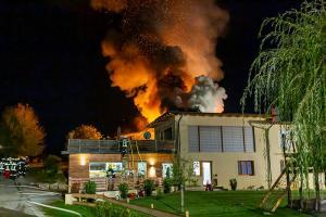 Großbrand im Ortszentrum von Niedergrünach