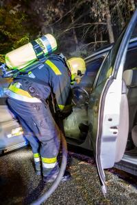 Pkw beginnt während der Fahrt zwischen Egelsee und Krems zu brennen