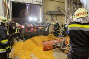 Silobrand in einem landwirtschaftlichen Betrieb in Grafenwörth