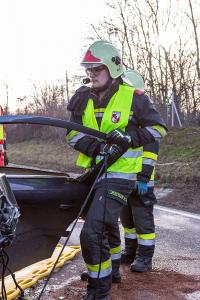 Großeinsatz von Feuerwehr und Rettungsdienst nach Frontalzusammenstoss auf der B37