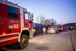 Medizinischer Notfall einer Pkw-Lenkerin - Fahrzeug prallt gegen ein Gebäude