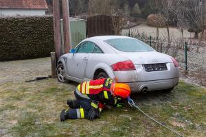 Anrainer entdecken Sonntagmorgen ein Unfallfahrzeug im Garten