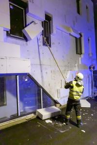 Sturm über Krems - Dämmplatten einer Fassade lösen sich