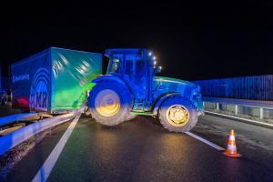 Großer Sachschaden - Pkw fährt auf der B37 auf ein Traktorgespann auf