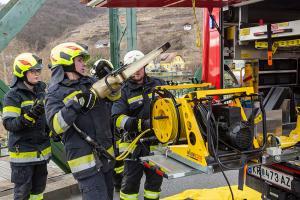 Feuerwehr befreit eingeklemmten Fahrzeuglenker nach Unfall auf der Mauterner Brücke