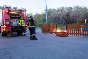 Blumenkisterl bei einer Tankstelle in Brand geraten