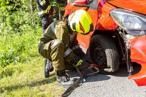 Ein Verletzter bei Fahrzeugüberschlag auf der L7116