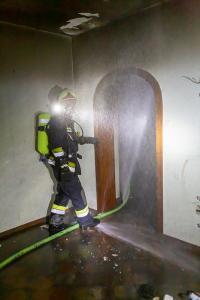 Anrainer entdecken Brand in einem Abbruchhaus