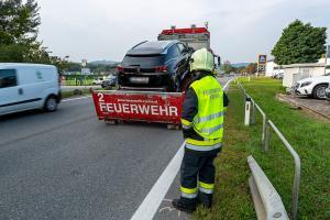 Auffahrunfall auf der B3 - Pkw mit Achsbruch von der Feuerwehr geborgen
