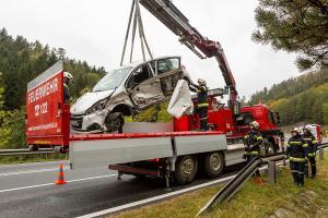 Zwei Fahrzeuge kollidieren auf der B37 im Lengenfelderamt