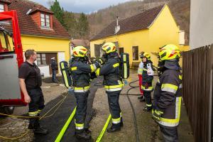 Starke Rauchentwicklung bei Brand in einer Lagerhalle