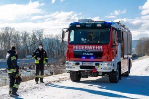 Vermeintlich angefrorene Schwäne führen zu einem Feuerwehreinsatz