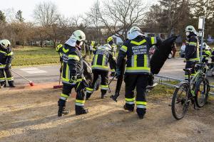 Riesiges Glück für Pkw-Lenker beim einer Kollision mit einem Triebwagen