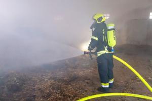 Pferdemist in einer Lagerhalle in Brand geraten