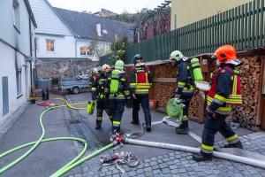 Katze bei Brand in Krems-Stein aus verrauchter Wohnung gerettet
