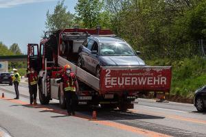 Kollision von zwei Fahrzeugen im Baustellenbereich der B37