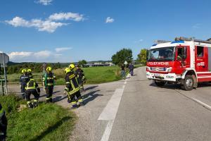 Pkw kommt von der B35 ab und landet im Gschinzbach