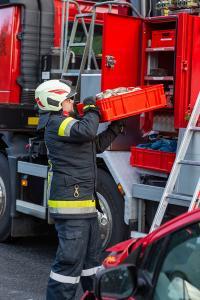 Fahrzeuglenkerin prallt mit einem Kleinwagen auf der B37 gegen die Leitschiene