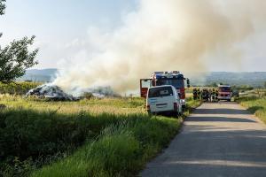 Strohlager bei Brand zerstört